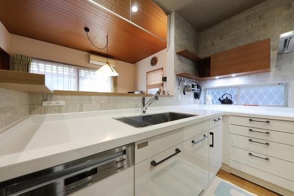 リノベーションに自由度の高い弊社オリジナルキッチンを。