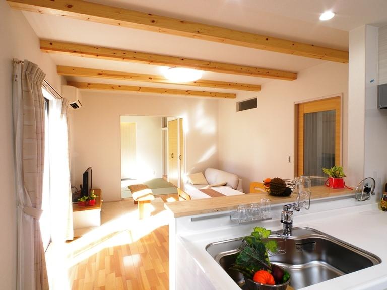 LDKは木質感ある空間をデザイン。