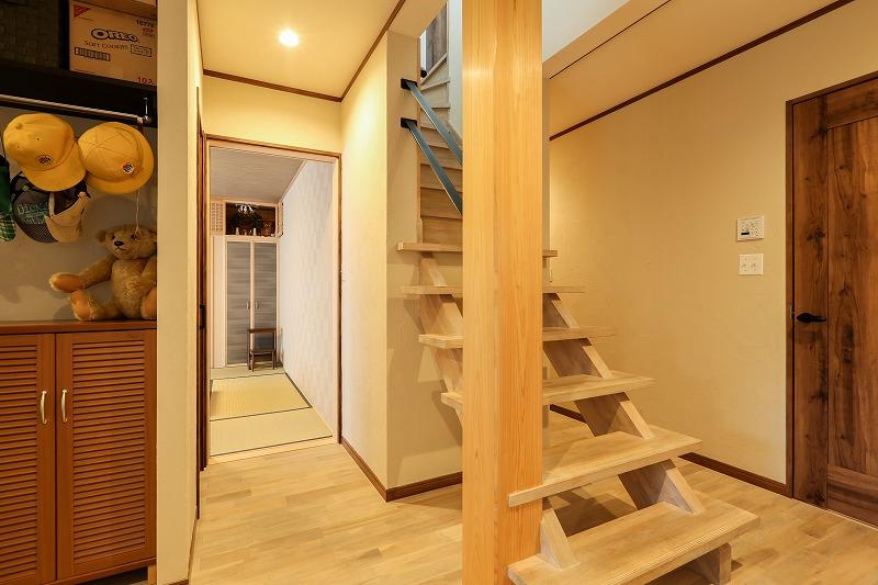刈谷市野田町 戸建てリノベ 玄関階段