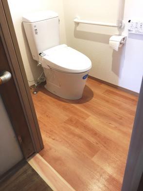 ①洋風便器に取替えました。  LIXIL アメージュZ 手洗いなし+シャワートイレ
