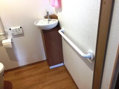 ③コンパクトな手洗い器です。  LIXIL コーナー手洗いキャビネットです。