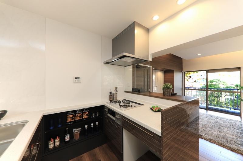 コの字型のキッチン