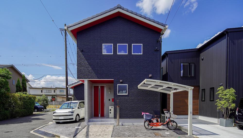 刈谷市 遊び心溢れる赤い軒天がアクセントの家
