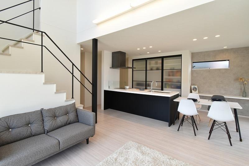 碧南市 吹き抜けのある開放的リビングの家