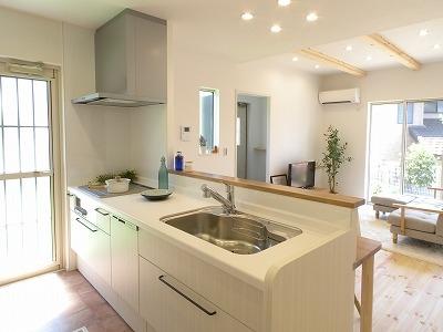 キッチンはオーダーキッチンが標準装備。